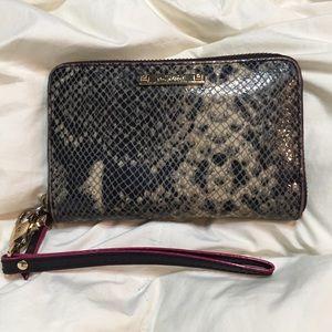 Stella & Dot Handbags - CLOSEOUT SALE! Stella & Dot Leather WalletWristlet
