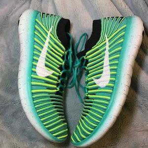 Nike Shoes - Women's Nike Free Run Motion Flyknit NEW FIRM⚡️