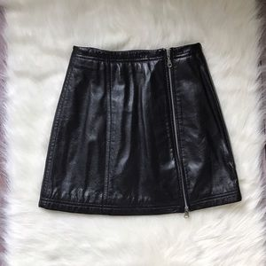 Maxima Dresses & Skirts - Maxima Wilson genuine leather mini zipper skirt