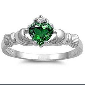 Jewelry - Silver Irish Ring with Green Stone Sz 7