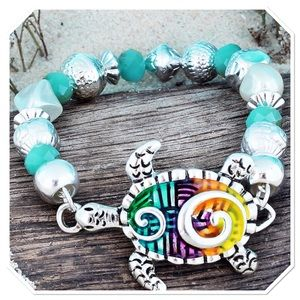 Swirl Turtle Beaded Bracelet