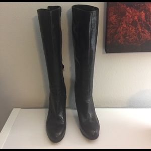 Like new Nine West boots black.