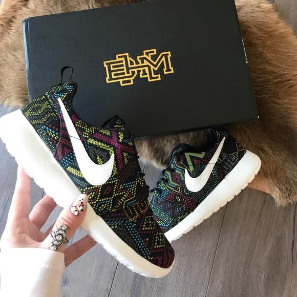 NWT limited Nike roshe Aztec