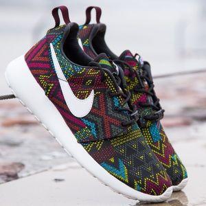 Nike Shoes - NWT limited Nike roshe Aztec