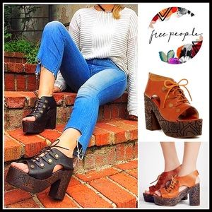 Free People Shoes - ❗1-HOUR SALE❗FREE PEOPLE LEATHER SANDALS