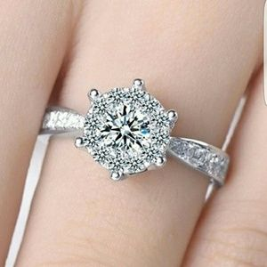 Jewelry - Stunning Silver Bling Ring!!