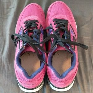 Brooks Shoes - Pink Brooks running shoes