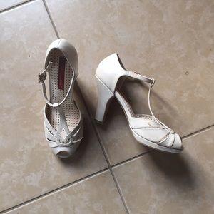 b.a.i.t. footwear Shoes - B.A.I.T. ivory / bone retro vintage t-strap pumps
