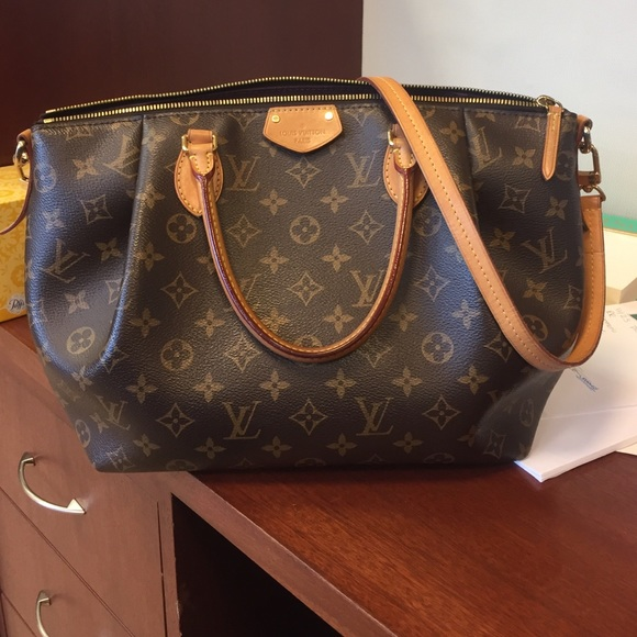 db3c92d55d76 Louis Vuitton Handbags - Louis Vuitton turenne mm - on hold