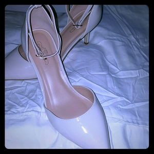 Journee Collection Shoes - Brand new 8.5 Ivory Pumps NIB