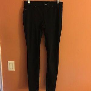HUE Pants - ❄️HUE black jeggings
