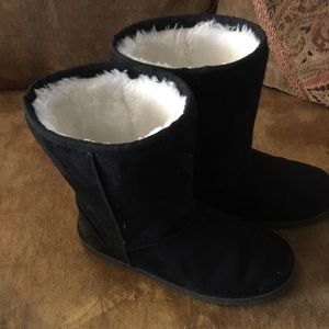 Dawgs Shoes - UGG STYLE BOOTS BY DAWGS SIZE 7