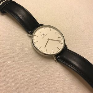 Daniel Wellington Watch - Black