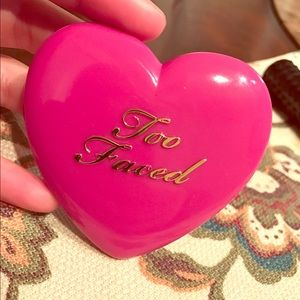 Other - Too Faced love flush your love is king blush
