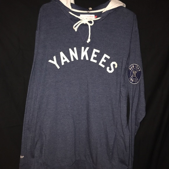 newest 53665 eff3a NWT Mitchell and Ness Yankees Hoodie NWT