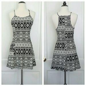 Krush Dresses & Skirts - Krush Black And White Sleeveless Dress