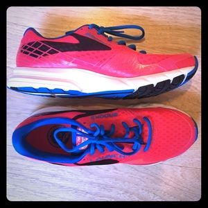 Brooks Shoes - New in Box Brooks Launch 3 Hot Pink Running Shoes
