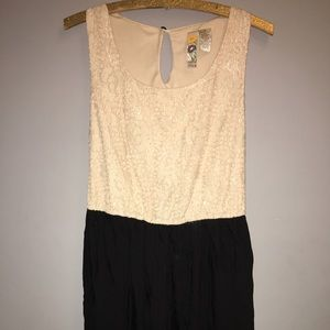 Dresses & Skirts - 🎉Nordstrom MIMI CHICA Cream and Black Dress Sz M