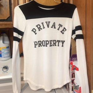 "Stranded Tops - Long sleeve 🎉XS says ""PRIVATE PROPERTY"""