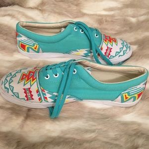 Bucket Feet Shoes - 👟 Bucket Feet Era Archer sneakers 👟