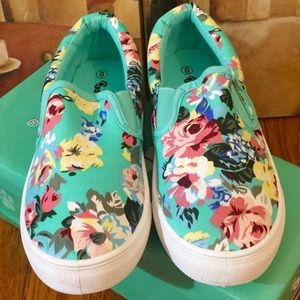Boutique Shoes - ‼️NEW‼️ 🌴Turquoise  Floral Sneakers Size 6-NIB🌴
