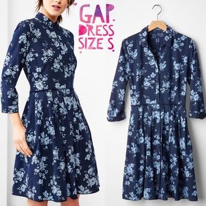 GAP Dresses & Skirts - GAP Pleated Floral Chambray dress 👗size S