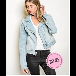 Jackets & Blazers - ✂️🎉 HP 🎉 NWT Light Denim Jacket