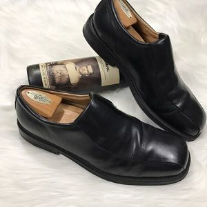 Florsheim Other - Florsheim - Black modern slip-on dress shoes.