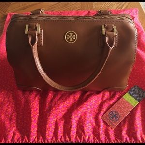 Tory Burch Handbags - WEEKEND SALE Tory Burch Robinson middy satchel