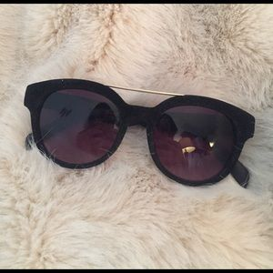 Black velvet frame sunglasses