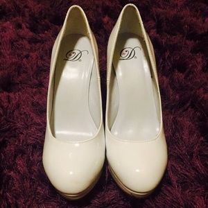 delicious Shoes - Solid White Pumps 6 1/2