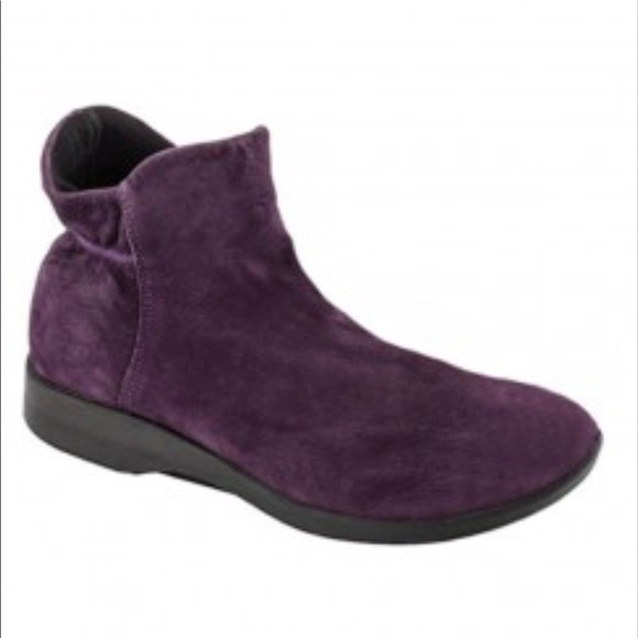 0556e7466f58 💜Women s 6.5 💜 1 Left! Suede Ankle Boots 💜