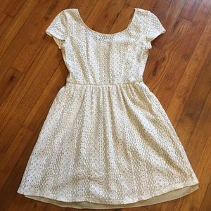 Dresses & Skirts - Charming white lace dress