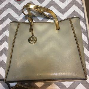 Michael Kors Handbags - Michael Kors Nora Tote