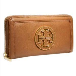 Tory Burch Handbags - Tory Burch Amanda continental wallet