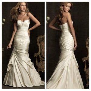 Allure Bridals Dresses & Skirts - Allure Bridals Wedding Gown