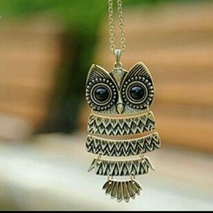 Sale!  Vintage Owl necklace
