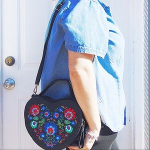 Heart Shaped Crossbody Bag (black)
