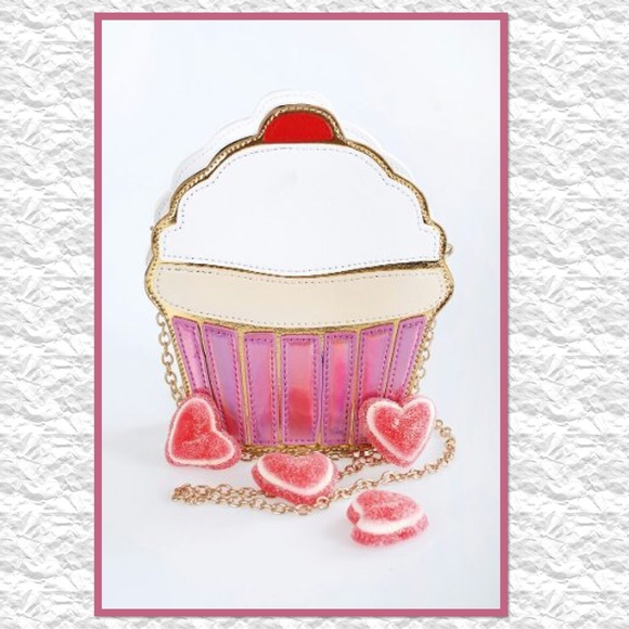 Boutique Handbags - 🎉HP🎉 Sweet Cupcake Crossbody Purse