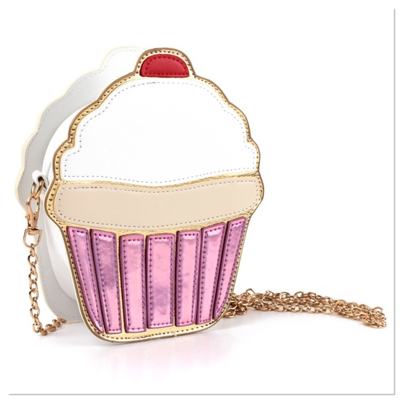 Boutique Bags - 🎉HP🎉 Sweet Cupcake Crossbody Purse