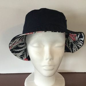 Boutique Accessories - Hibiscus 🌺 Bucket Hat