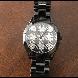 Michael Kors Accessories - Michael Kors Runway Houndstooth Watch. Preloved ❤️