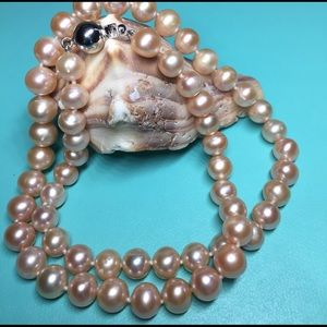 Jewelry - Gorgeous peach freshwater pearl necklace