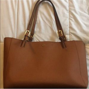 Tory Burch Handbags - Beautiful Tory Burch York Leather Tote