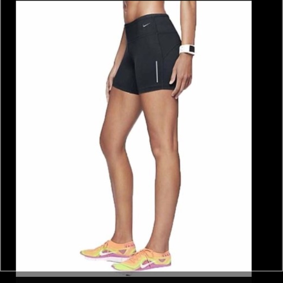b046acdaad1c NIKE Women s Epic Run Boy Shorts. M 589515feea3f3623b8007662