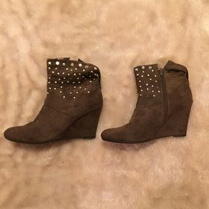 Kathy Van Zeeland Shoes - Brown Ankle Boots with stud detail