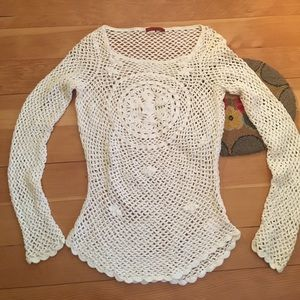 Tapemeasure Tops - Knitted white blouse.