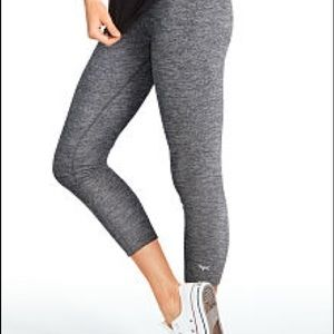 PINK Ultimate Capri Workout Pants in Marled Grey