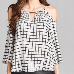 Tops - 🆕 black and white top LAST ONE