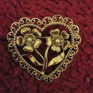 Vintage Jewelry - VTG Gold tone Heart Brooch with Faux Pearls